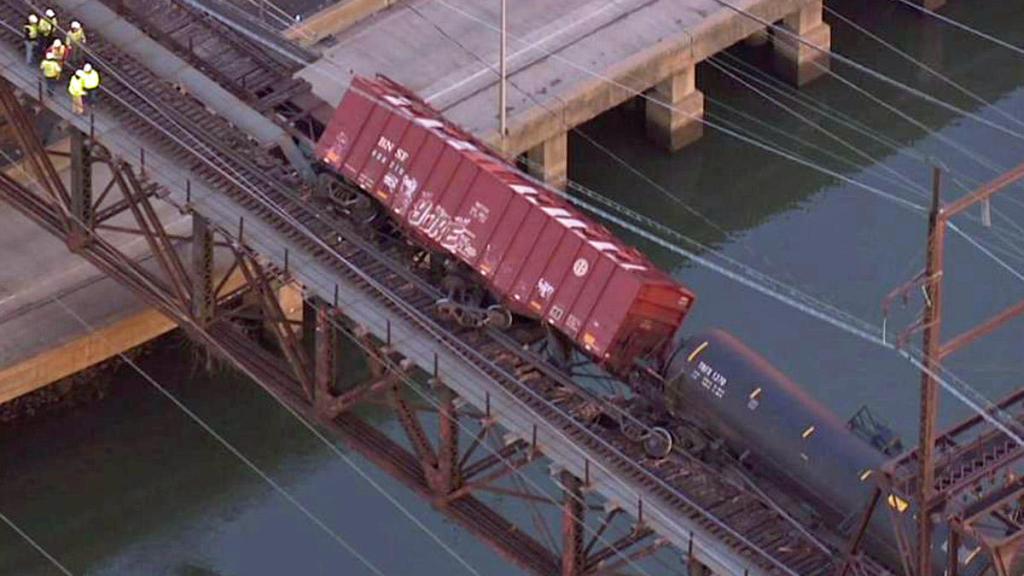 CSX train derailment over the Schuylkill River, Jan. 2014. Image: NBC 10 Philadelphia